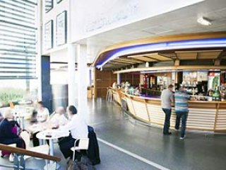 Refitting of the shops and bars of the airport